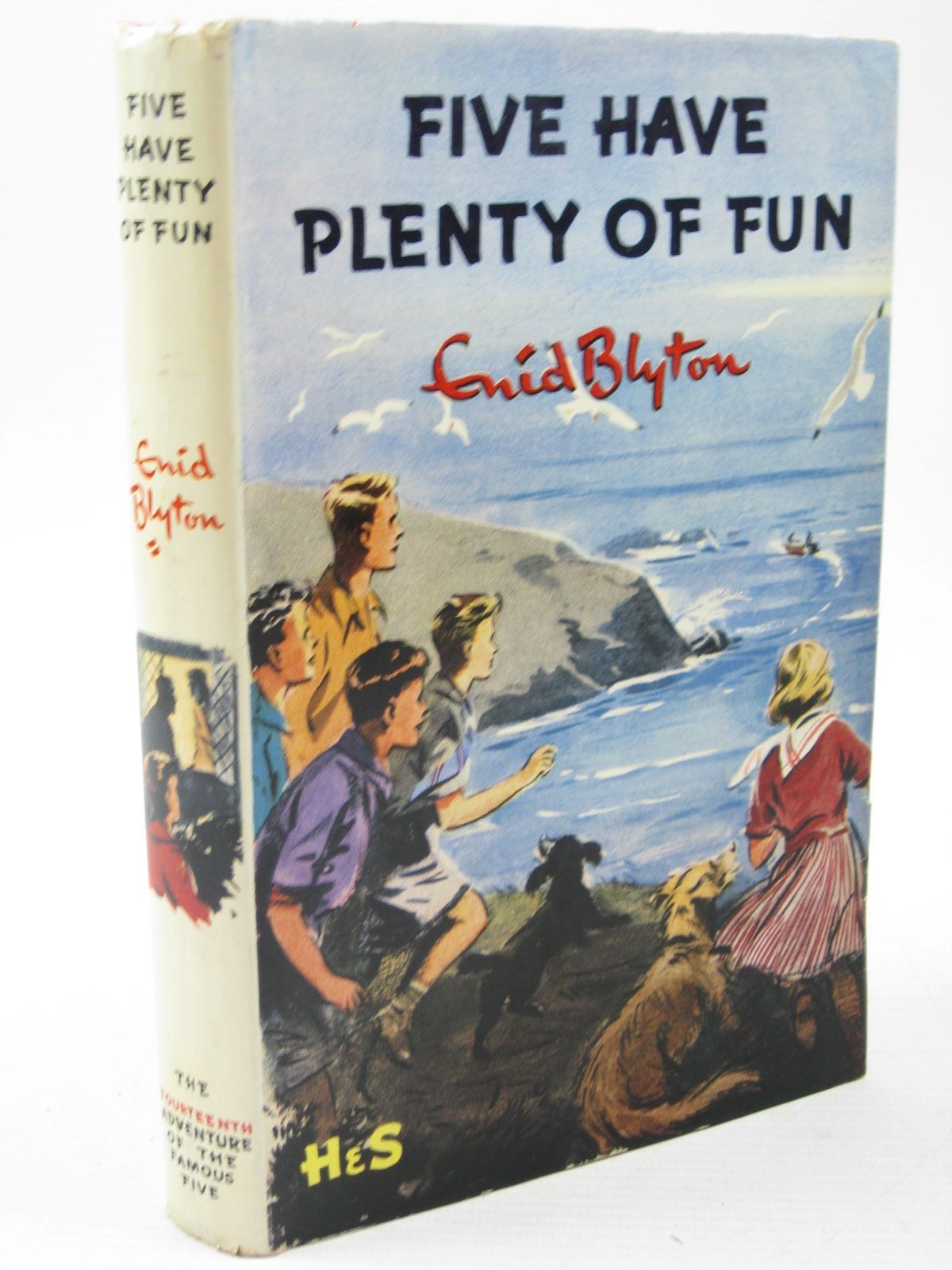 Photo of FIVE HAVE PLENTY OF FUN written by Blyton, Enid illustrated by Soper, Eileen published by Hodder & Stoughton (STOCK CODE: 1313138)  for sale by Stella & Rose's Books