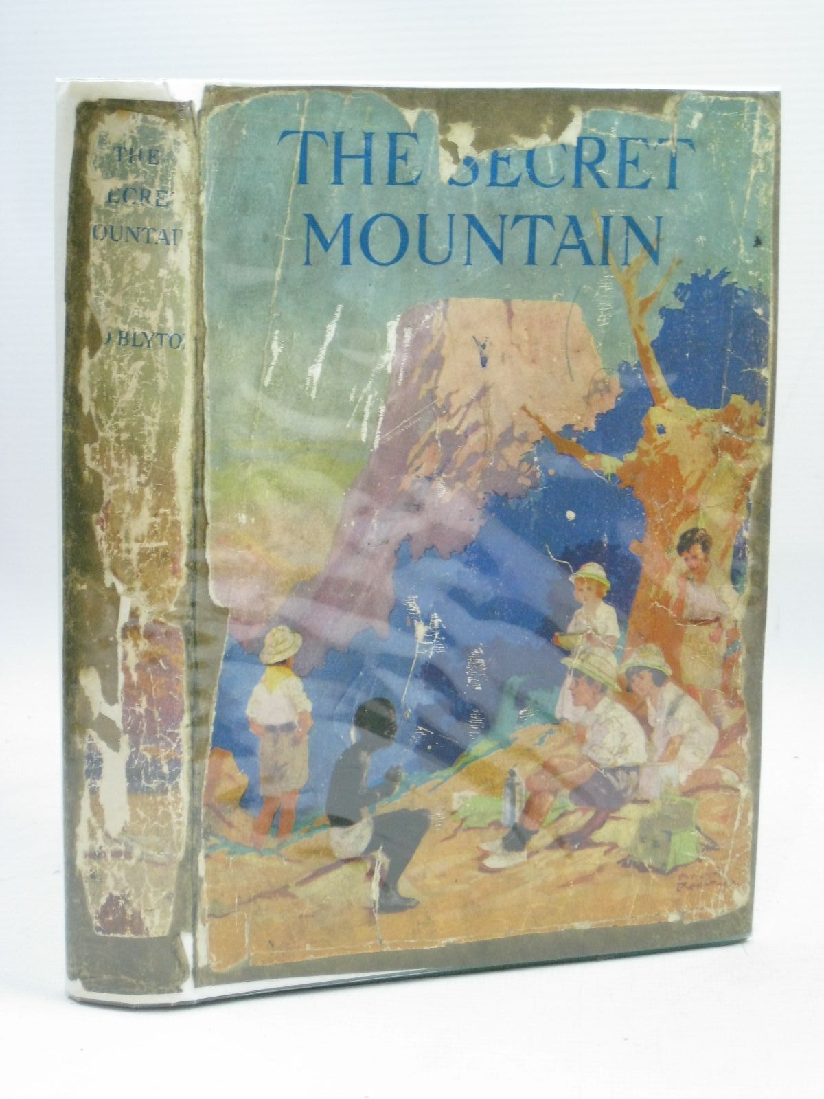 Photo of THE SECRET MOUNTAIN written by Blyton, Enid illustrated by Rountree, Harry published by Basil Blackwell (STOCK CODE: 1506112)  for sale by Stella & Rose's Books