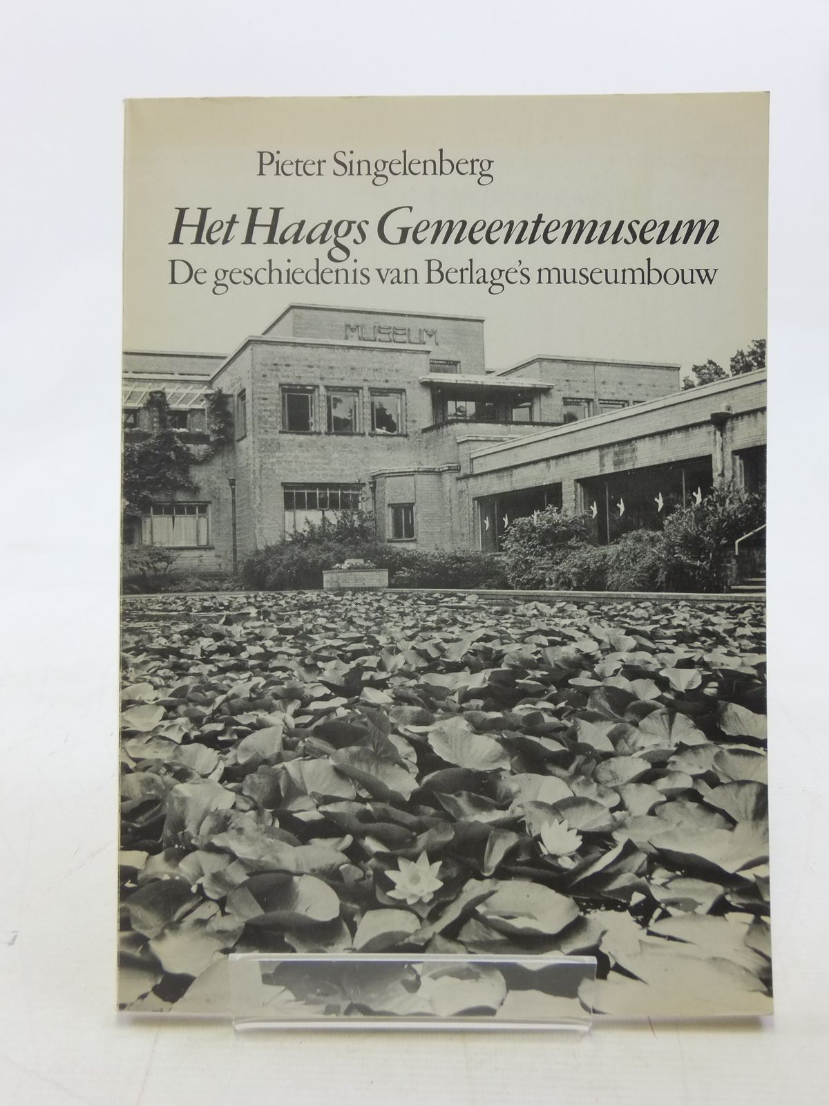 Photo of HET HAAGS GEMEENTEMUSEUM written by Singelenberg, Pieter (STOCK CODE: 1605817)  for sale by Stella & Rose's Books