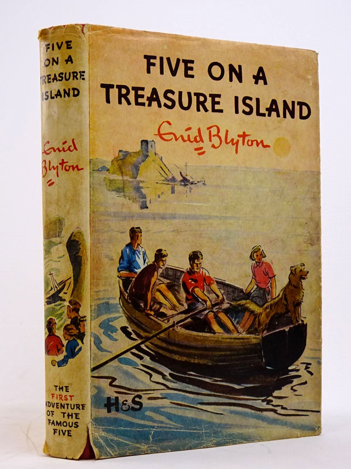 Photo of FIVE ON A TREASURE ISLAND written by Blyton, Enid illustrated by Soper, Eileen published by Hodder & Stoughton (STOCK CODE: 1817677)  for sale by Stella & Rose's Books