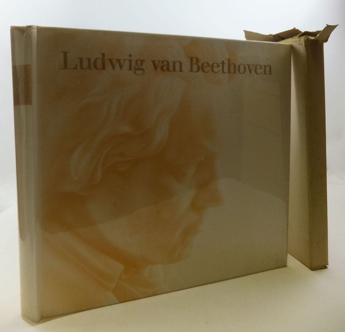 Photo of LUDWIG VAN BEETHOVEN written by Schmidt-Gorg, Joseph<br />Schmidt, Hans published by Deutsche Grammophon (STOCK CODE: 2112078)  for sale by Stella & Rose's Books