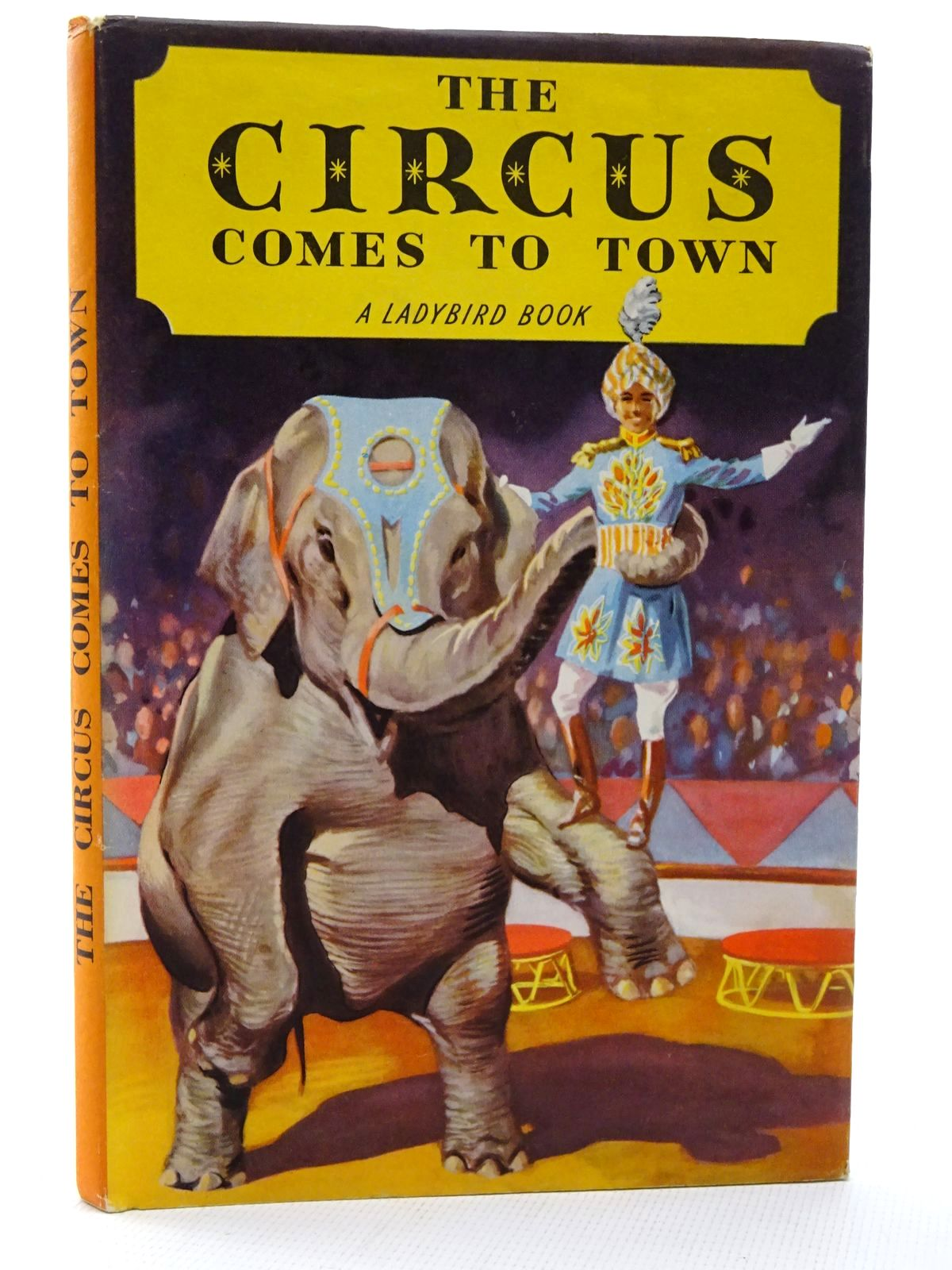 Photo of THE CIRCUS COMES TO TOWN written by Constanduros, Denis illustrated by Kenney, John published by Wills & Hepworth Ltd. (STOCK CODE: 2124231)  for sale by Stella & Rose's Books