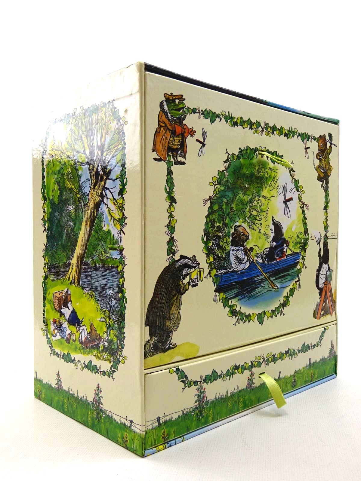 Photo of THE WIND IN THE WILLOWS CLASSIC STORY COLLECTION written by Grahame, Kenneth illustrated by Shepard, E.H. published by Egmont Uk Limited (STOCK CODE: 2124753)  for sale by Stella & Rose's Books