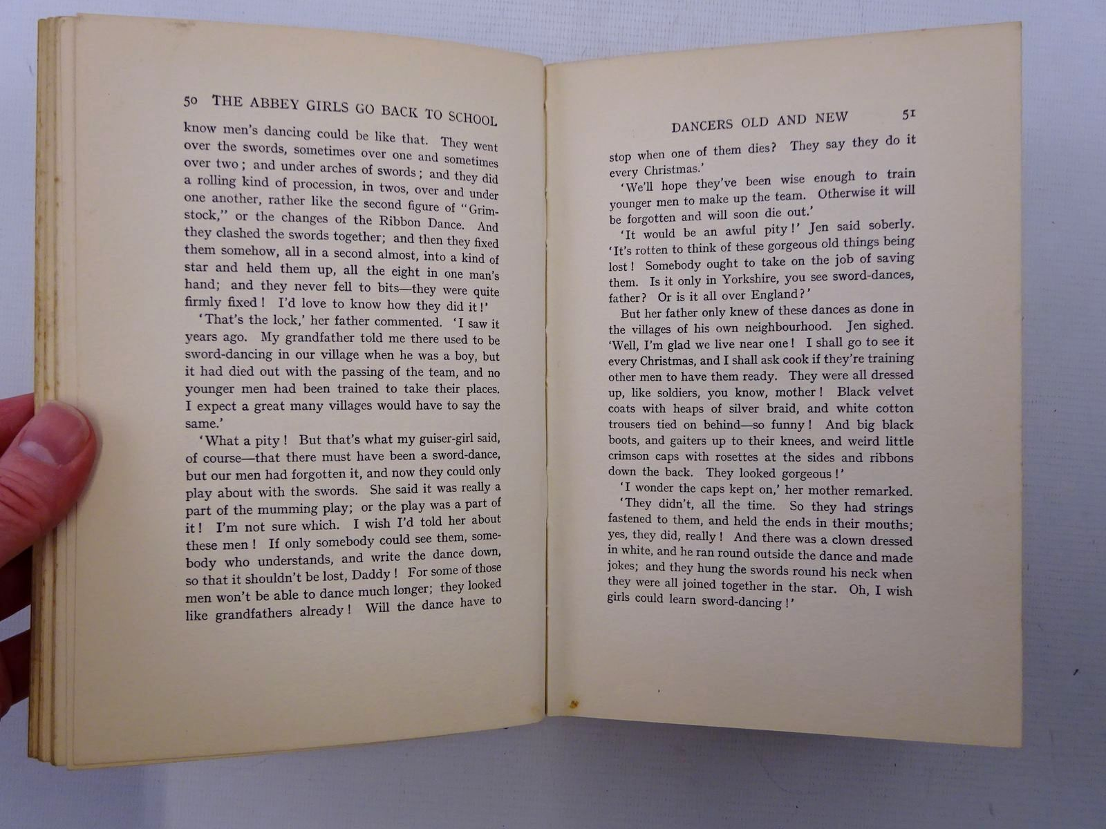 Photo of THE ABBEY GIRLS GO BACK TO SCHOOL written by Oxenham, Elsie J. illustrated by Wood, Elsie Anna published by Collins Clear-Type Press (STOCK CODE: 2125306)  for sale by Stella & Rose's Books