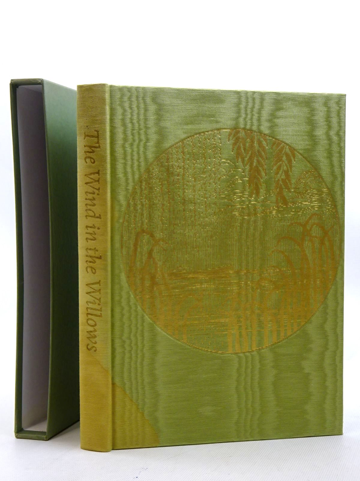 Photo of THE WIND IN THE WILLOWS written by Grahame, Kenneth illustrated by Lynch, James published by Folio Society (STOCK CODE: 2125428)  for sale by Stella & Rose's Books