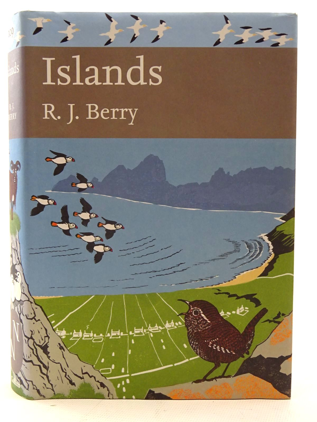 Photo of ISLANDS (NN 109) written by Berry, R.J. published by Collins (STOCK CODE: 2126104)  for sale by Stella & Rose's Books