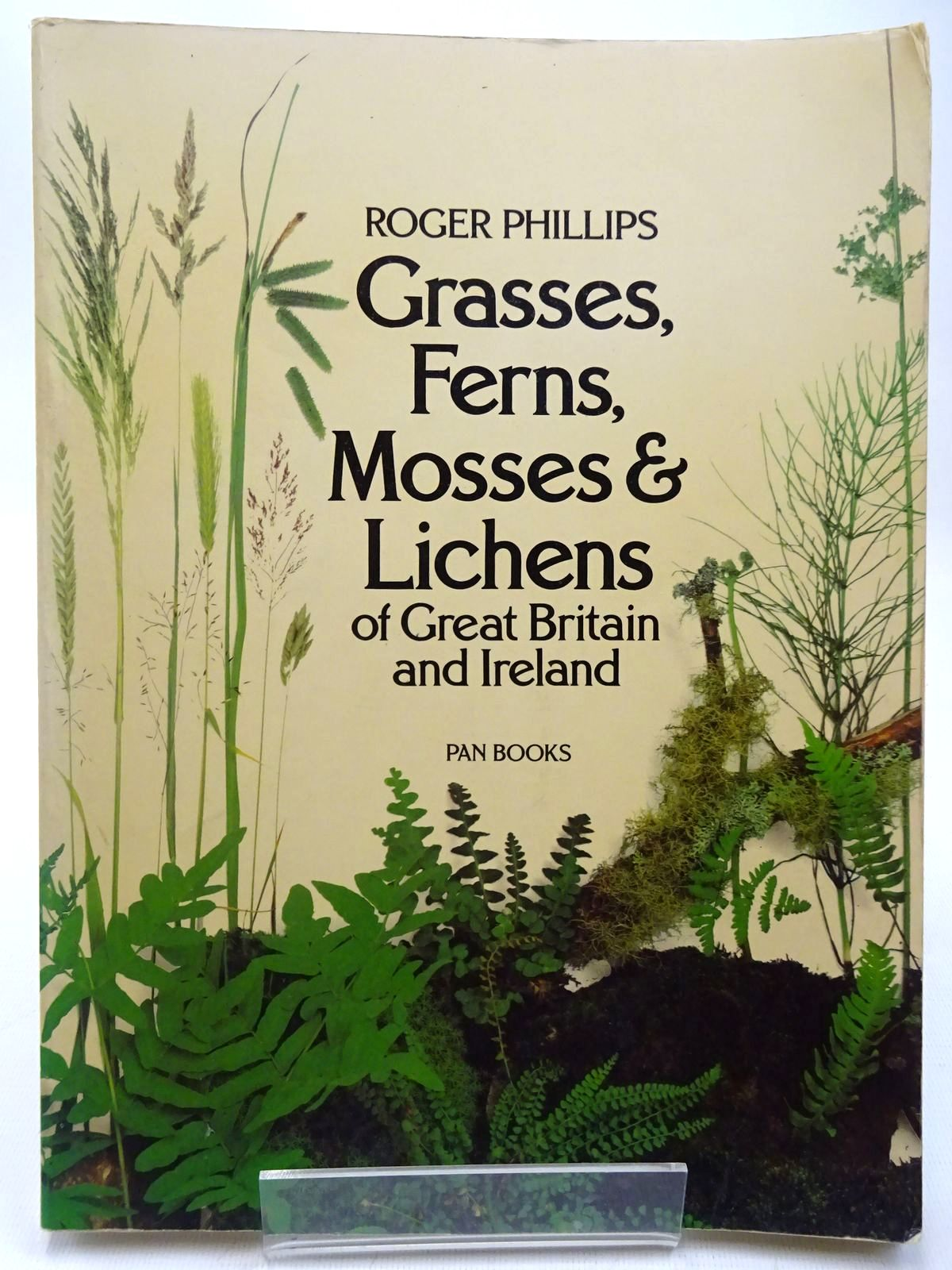 Photo of GRASSES, FERNS, MOSSES AND LICHENS OF GREAT BRITAIN AND IRELAND written by Phillips, Roger published by Pan Books (STOCK CODE: 2127620)  for sale by Stella & Rose's Books