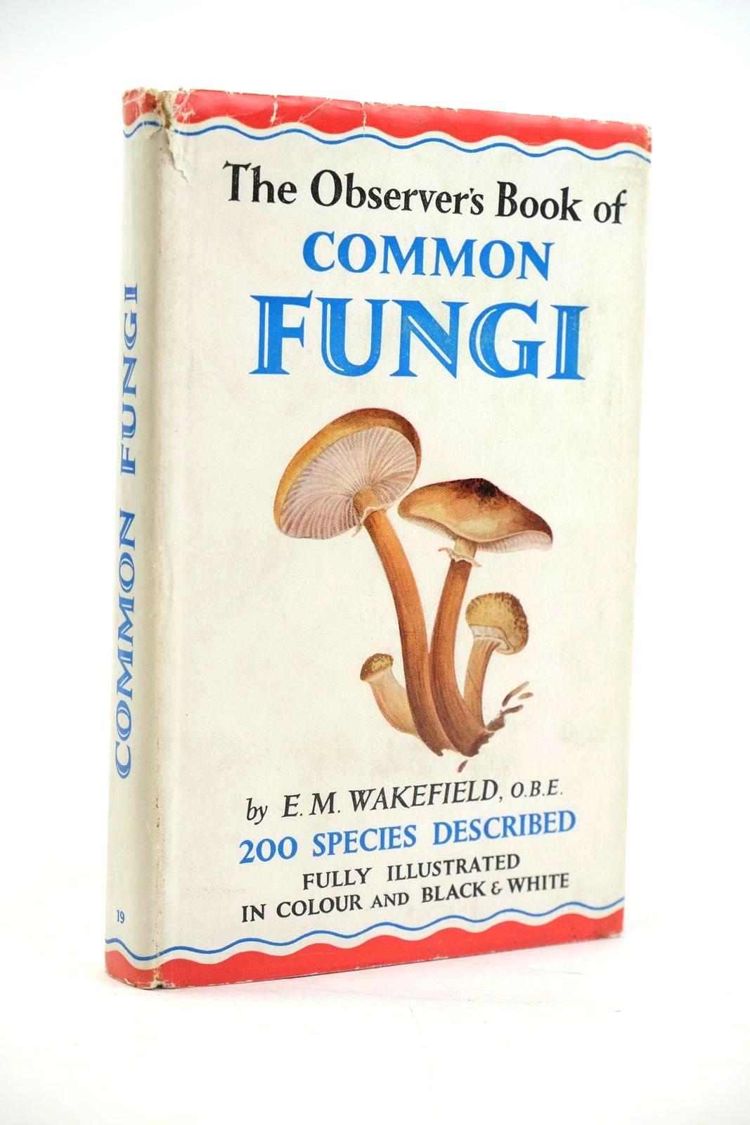 Photo of THE OBSERVER'S BOOK OF COMMON FUNGI- Stock Number: 1319895
