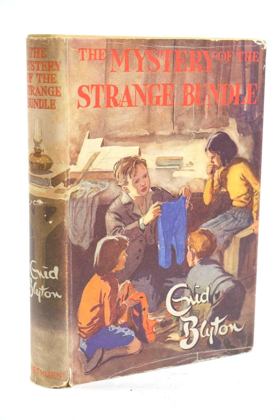 Photo of THE MYSTERY OF THE STRANGE BUNDLE written by Blyton, Enid illustrated by Evans, Treyer published by Methuen & Co. Ltd. (STOCK CODE: 1320054)  for sale by Stella & Rose's Books