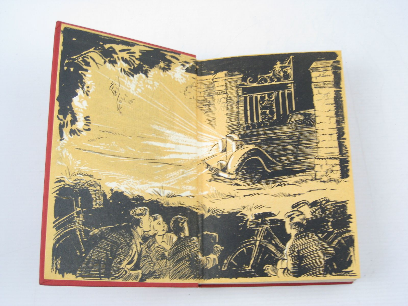 Photo of FIVE GET INTO TROUBLE written by Blyton, Enid illustrated by Soper, Eileen published by Hodder & Stoughton (STOCK CODE: 1503118)  for sale by Stella & Rose's Books