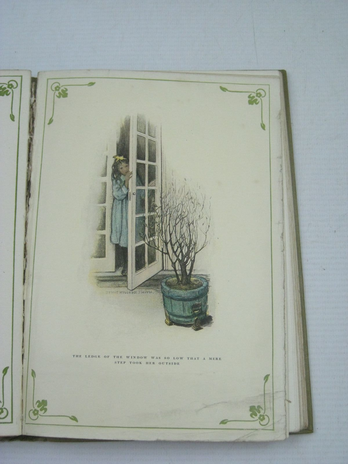 Photo of THE CLOSED ROOM written by Burnett, Frances Hodgson illustrated by Smith, Jessie Willcox published by Hodder & Stoughton (STOCK CODE: 1505719)  for sale by Stella & Rose's Books