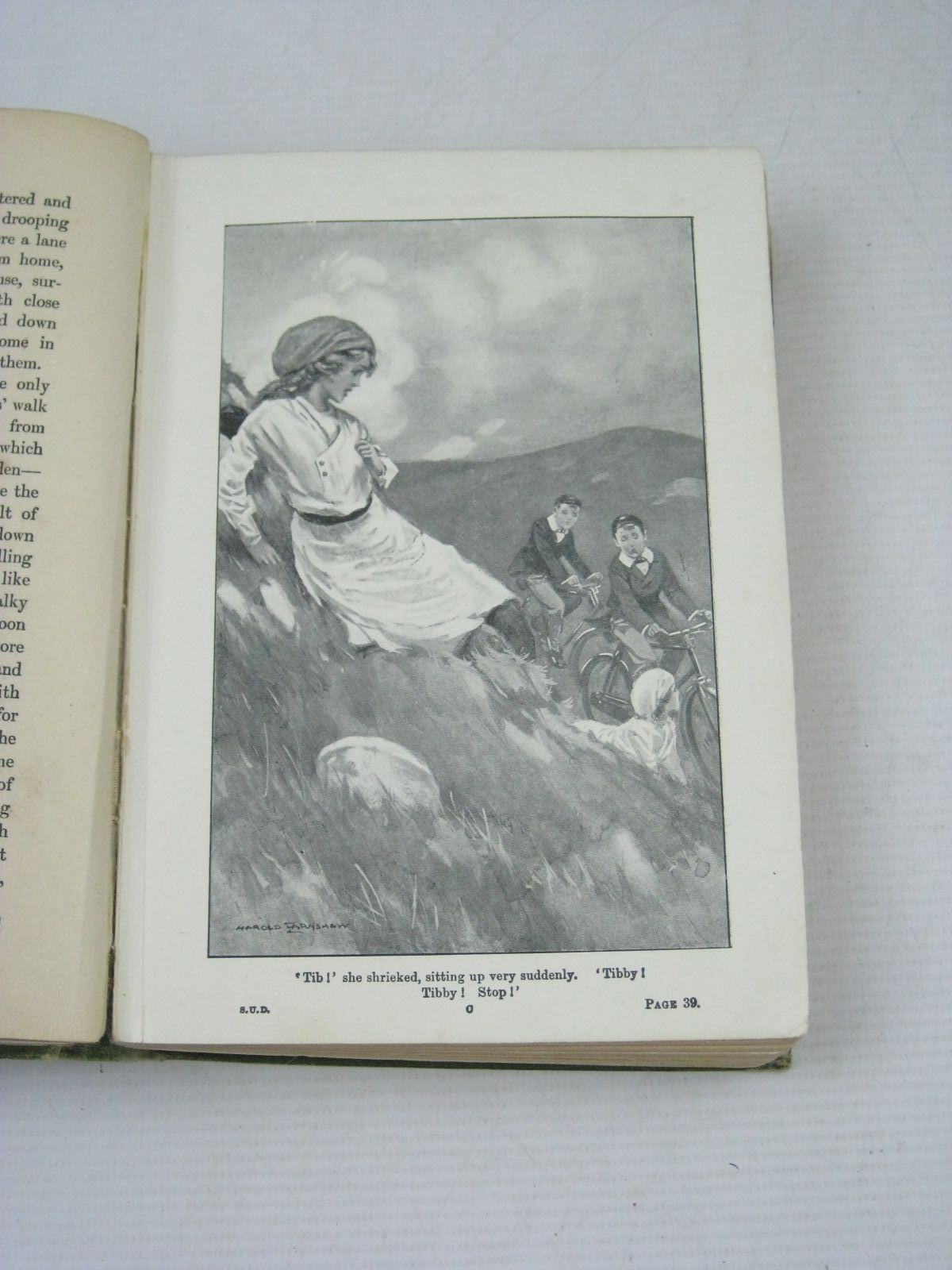 Photo of THE SCHOOL OF UPS AND DOWNS written by Oxenham, Elsie J. illustrated by Earnshaw, Harold C. published by W. & R. Chambers Limited (STOCK CODE: 1506158)  for sale by Stella & Rose's Books
