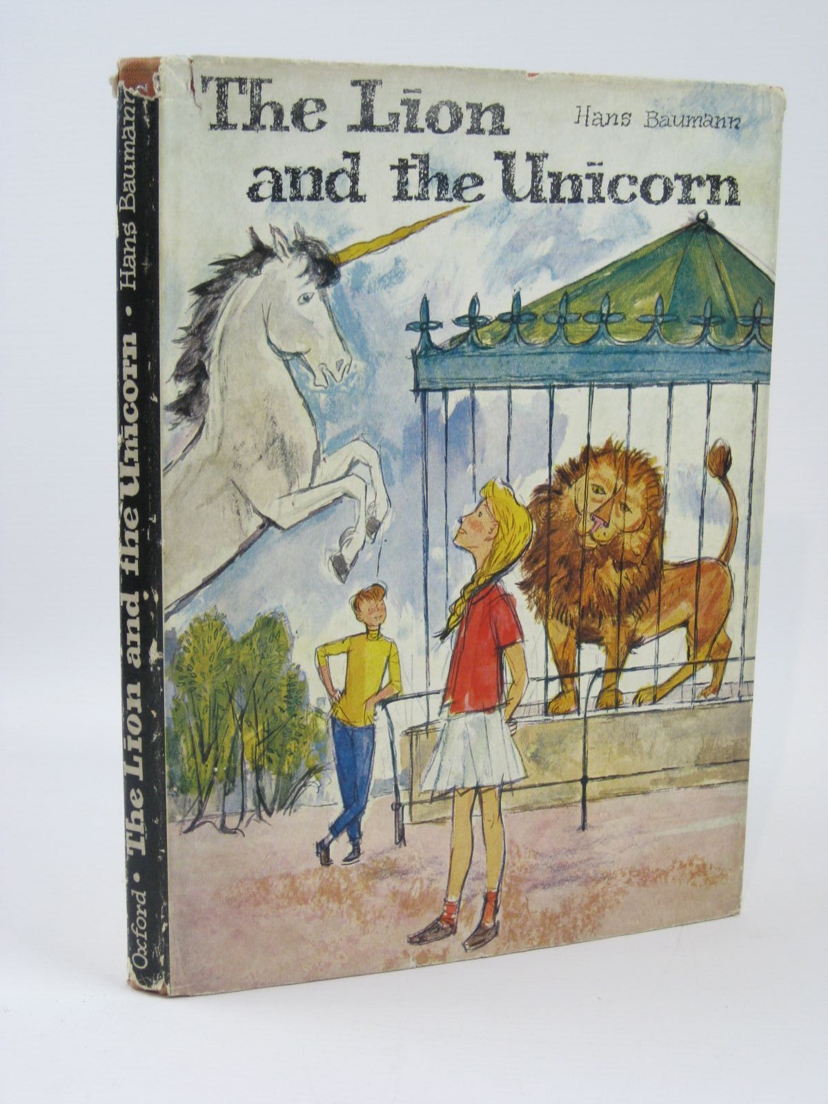 Photo of THE LION AND THE UNICORN written by Baumann, Hans illustrated by Schramm, Ulrik published by Oxford University Press (STOCK CODE: 1506730)  for sale by Stella & Rose's Books