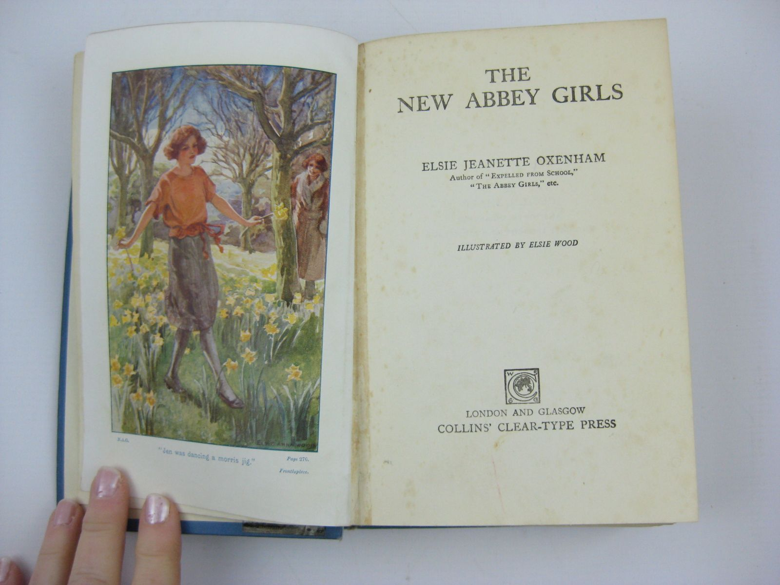 Photo of THE NEW ABBEY GIRLS written by Oxenham, Elsie J. illustrated by Wood, Elsie Anna published by Collins Clear-Type Press (STOCK CODE: 1506915)  for sale by Stella & Rose's Books
