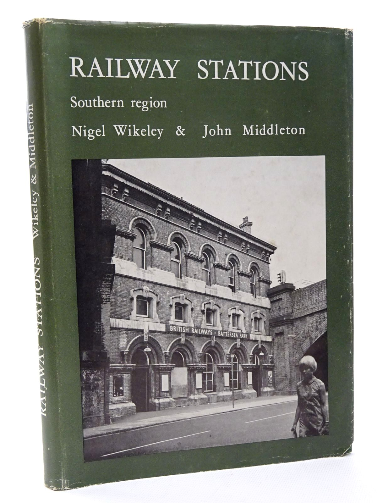 Photo of RAILWAY STATIONS SOUTHERN REGION written by Wikeley, Nigel Middleton, John published by Peco (STOCK CODE: 1815701)  for sale by Stella & Rose's Books