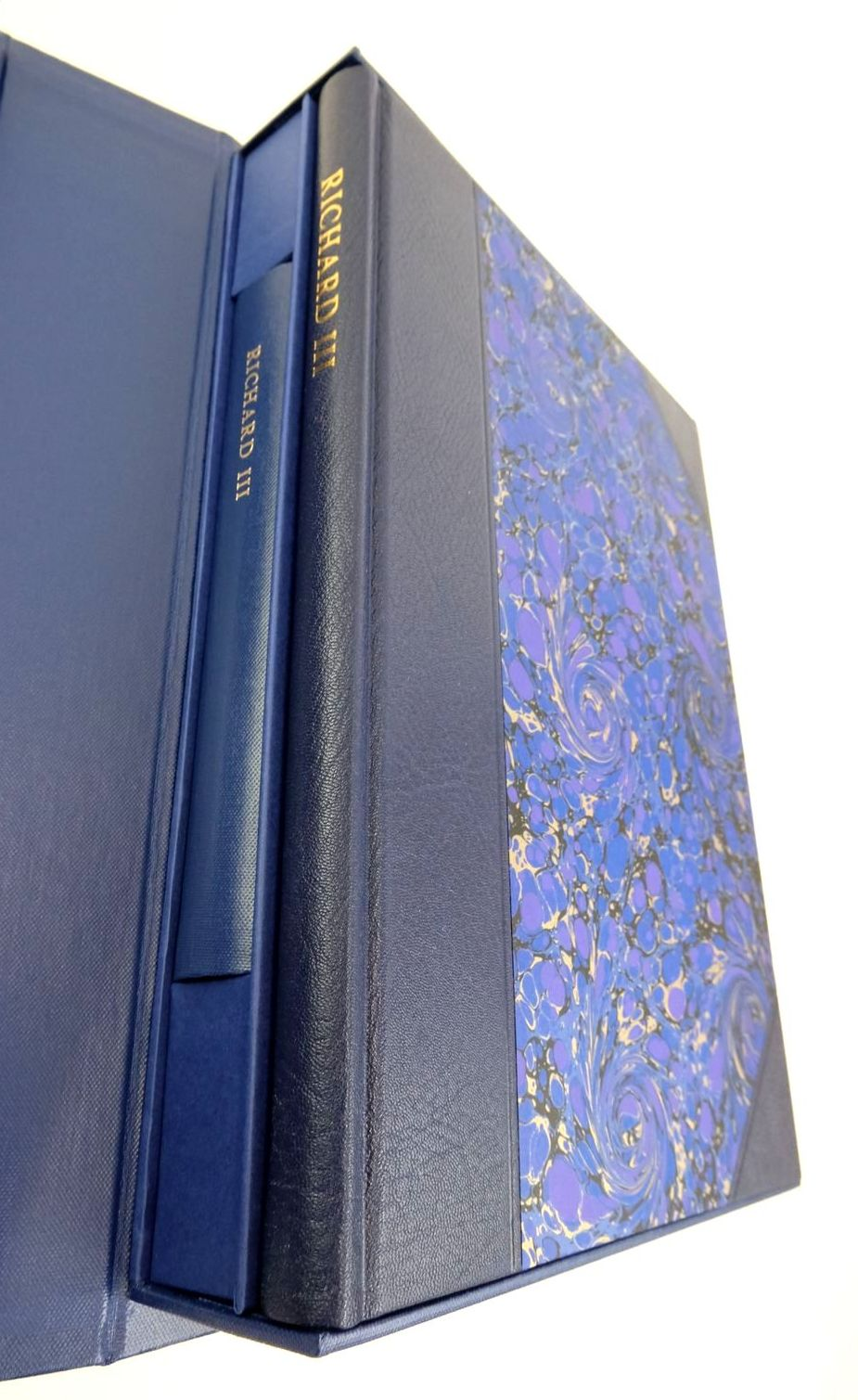 Photo of RICHARD III (THE LETTERPRESS SHAKESPEARE) written by Shakespeare, William Jowett, John published by Folio Society (STOCK CODE: 1822195)  for sale by Stella & Rose's Books