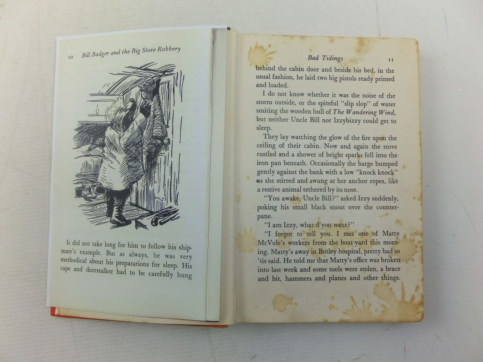 Photo of BILL BADGER AND THE BIG STORE ROBBERY written by BB,  illustrated by BB,  published by Hamish Hamilton (STOCK CODE: 2116825)  for sale by Stella & Rose's Books