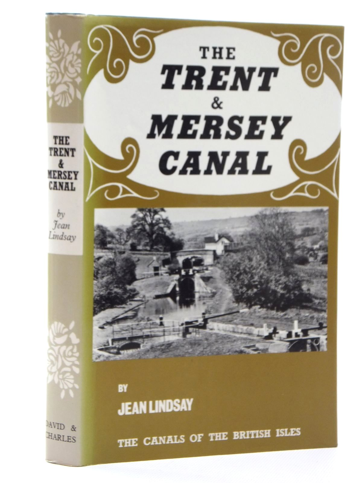 Photo of THE TRENT & MERSEY CANAL written by Lindsay, Jean published by David & Charles (STOCK CODE: 2123868)  for sale by Stella & Rose's Books