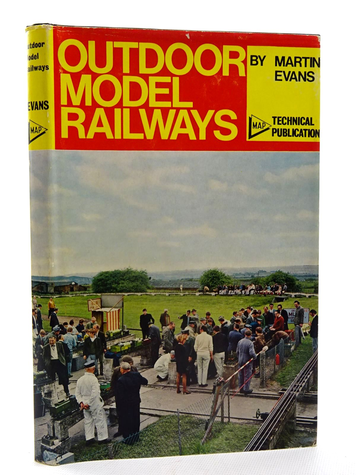 Photo of OUTDOOR MODEL RAILWAYS written by Evans, Martin published by Model & Allied Publications (STOCK CODE: 2125525)  for sale by Stella & Rose's Books