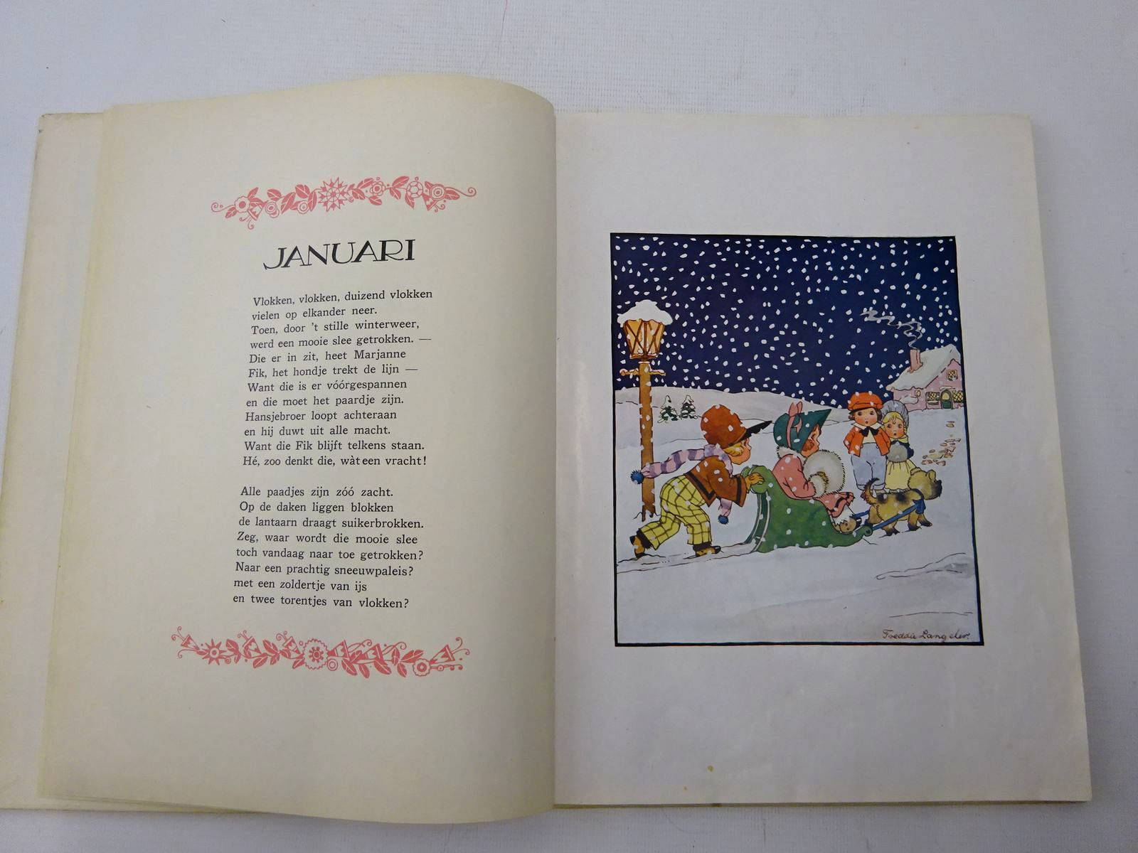 Photo of 'T JAARTJE ROND written by Beversluis, Martien illustrated by Langeler, Freddie published by Gebr. Kluitman (STOCK CODE: 2126688)  for sale by Stella & Rose's Books