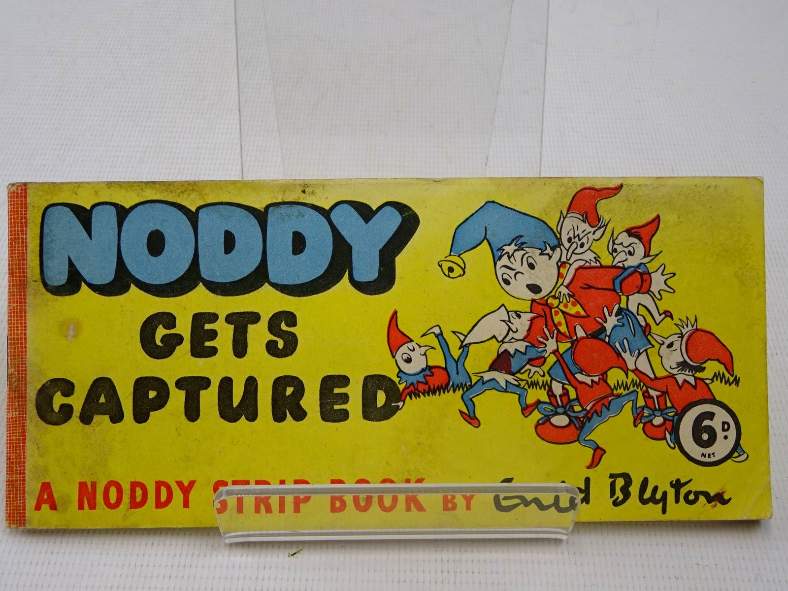 Photo of NODDY GETS CAPTURED written by Blyton, Enid illustrated by Beek,  published by Sampson Low (STOCK CODE: 2126907)  for sale by Stella & Rose's Books