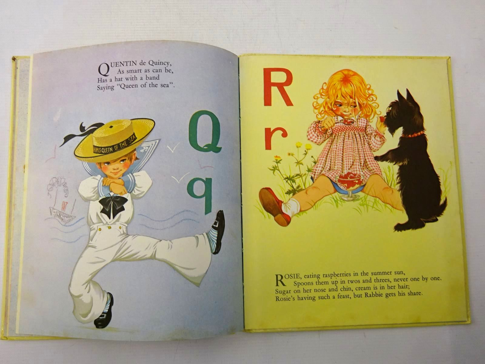 Photo of A BOOK OF CHILDREN'S NAMES written by Johnstone, Janet Grahame Johnstone, Anne Grahame illustrated by Johnstone, Janet Grahame Johnstone, Anne Grahame published by Dean & Son Ltd. (STOCK CODE: 2127220)  for sale by Stella & Rose's Books