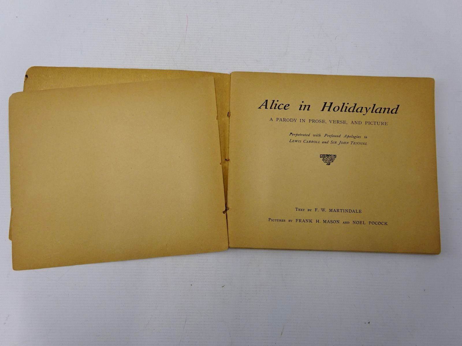 Photo of ALICE IN HOLIDAYLAND written by Martindale, F.W. illustrated by Mason, Frank H.
