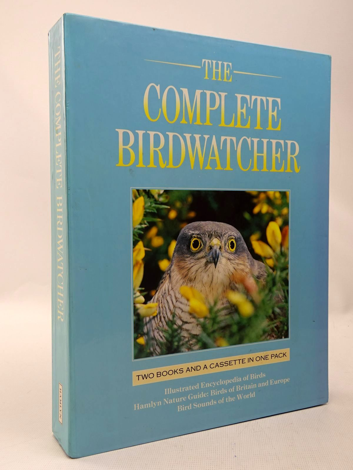 Photo of THE COMPLETE BIRDWATCHER- Stock Number: 2127986