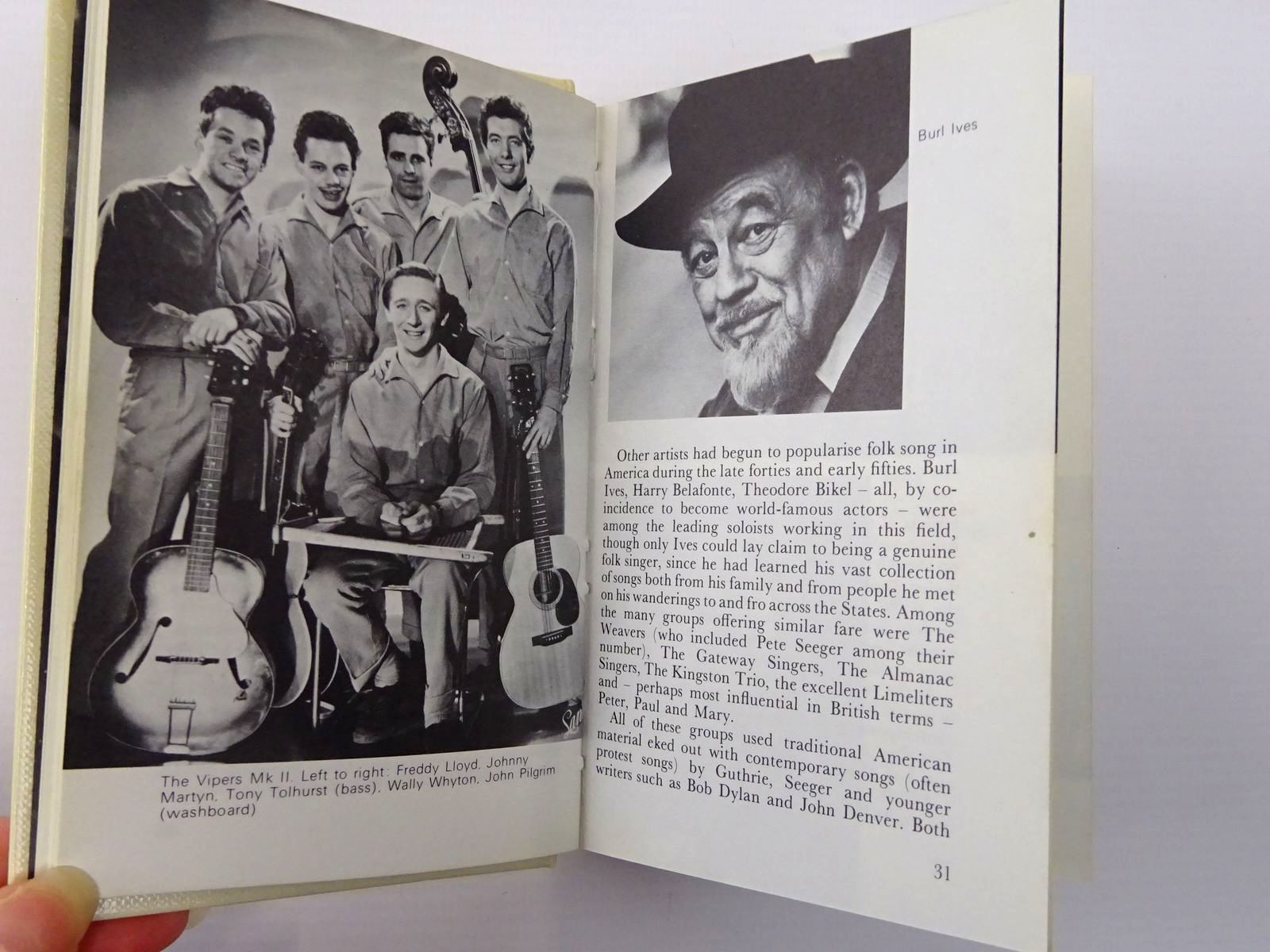 Photo of THE OBSERVER'S BOOK OF FOLK SONG IN BRITAIN written by Woods, Fred published by Frederick Warne & Co Ltd. (STOCK CODE: 2129488)  for sale by Stella & Rose's Books