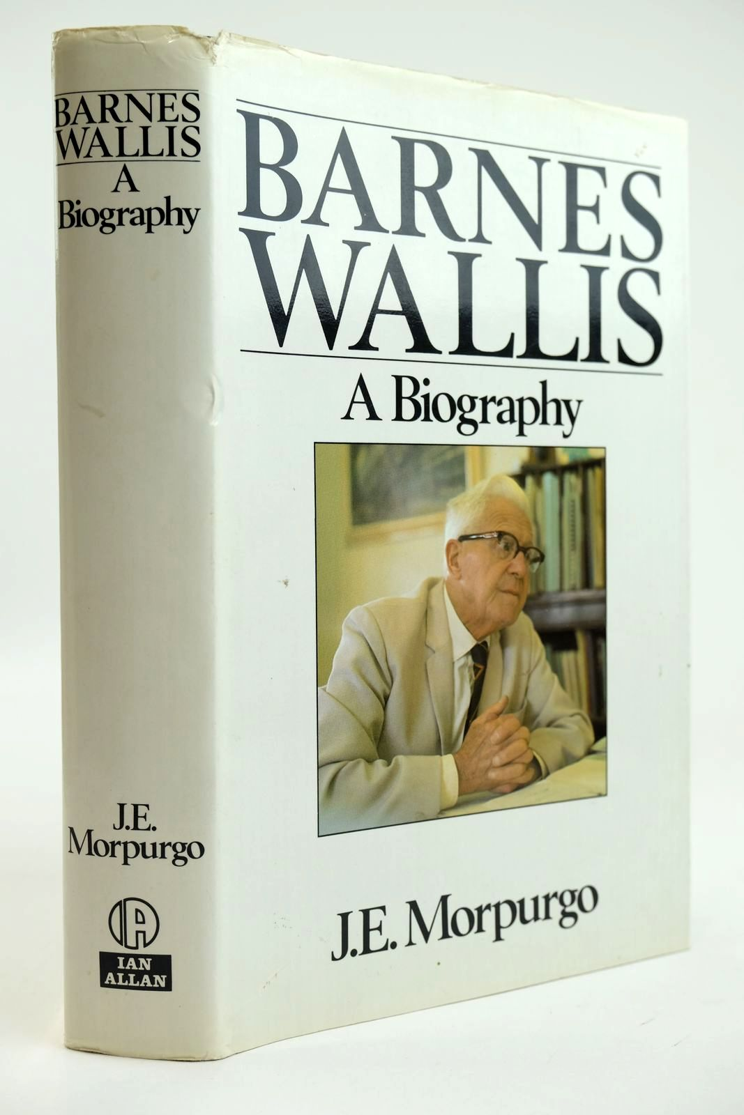 Photo of BARNES WALLIS A BIOGRAPHY written by Morpurgo, J.E. published by Ian Allan Ltd. (STOCK CODE: 2132127)  for sale by Stella & Rose's Books