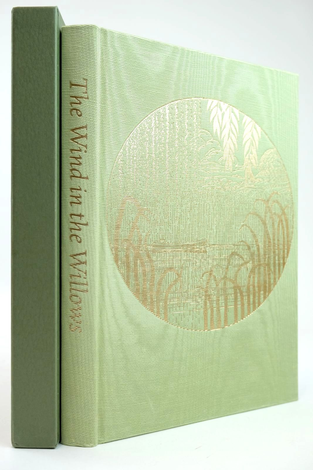 Photo of THE WIND IN THE WILLOWS written by Grahame, Kenneth illustrated by Lynch, James published by Folio Society (STOCK CODE: 2132149)  for sale by Stella & Rose's Books