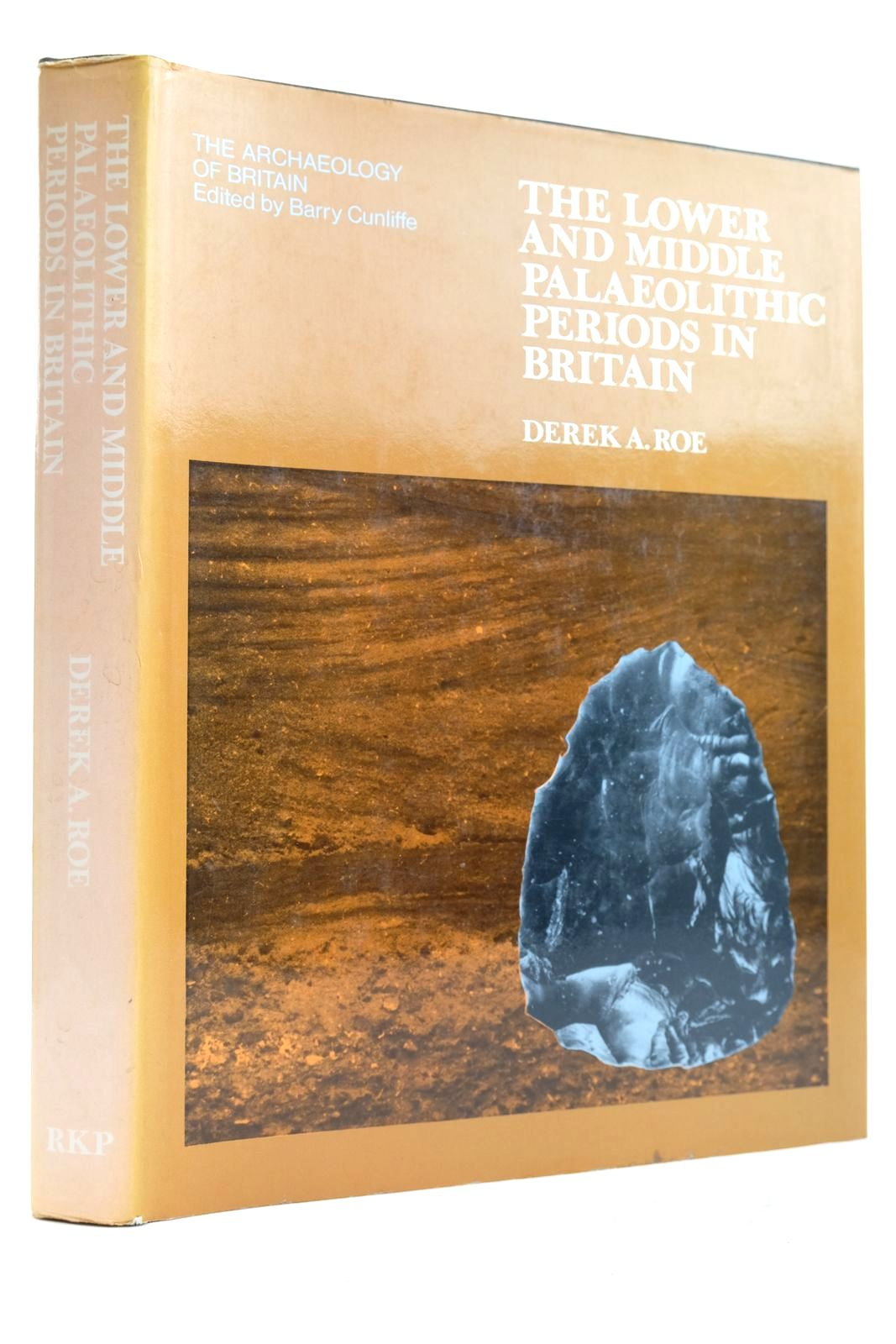 Photo of THE LOWER AND MIDDLE PALAEOLITHIC PERIODS IN BRITAIN written by Roe, Derek A. published by Routledge & Kegan Paul (STOCK CODE: 2132743)  for sale by Stella & Rose's Books