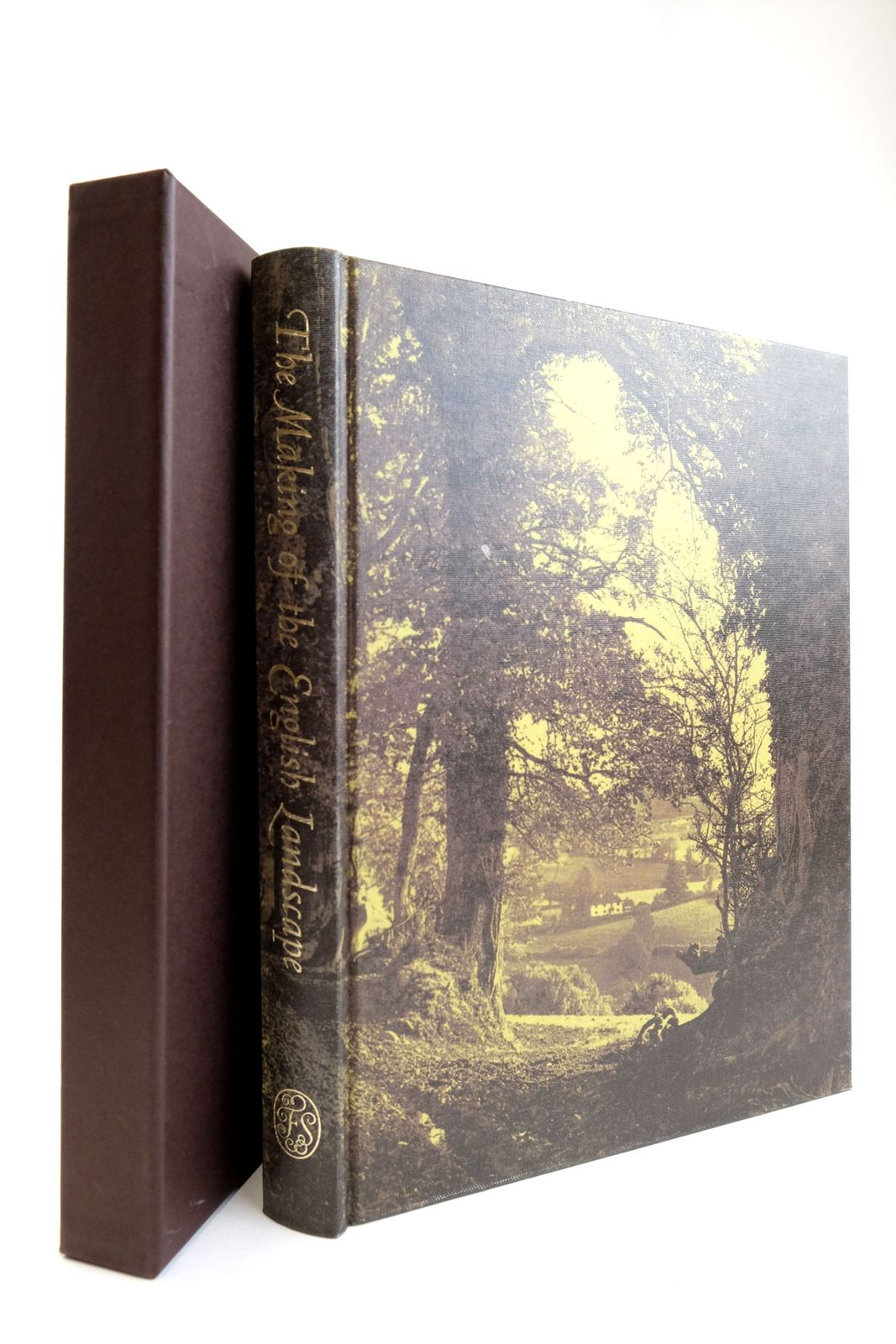 Photo of THE MAKING OF THE ENGLISH LANDSCAPE written by Hoskins, W.G. published by Folio Society (STOCK CODE: 2133212)  for sale by Stella & Rose's Books