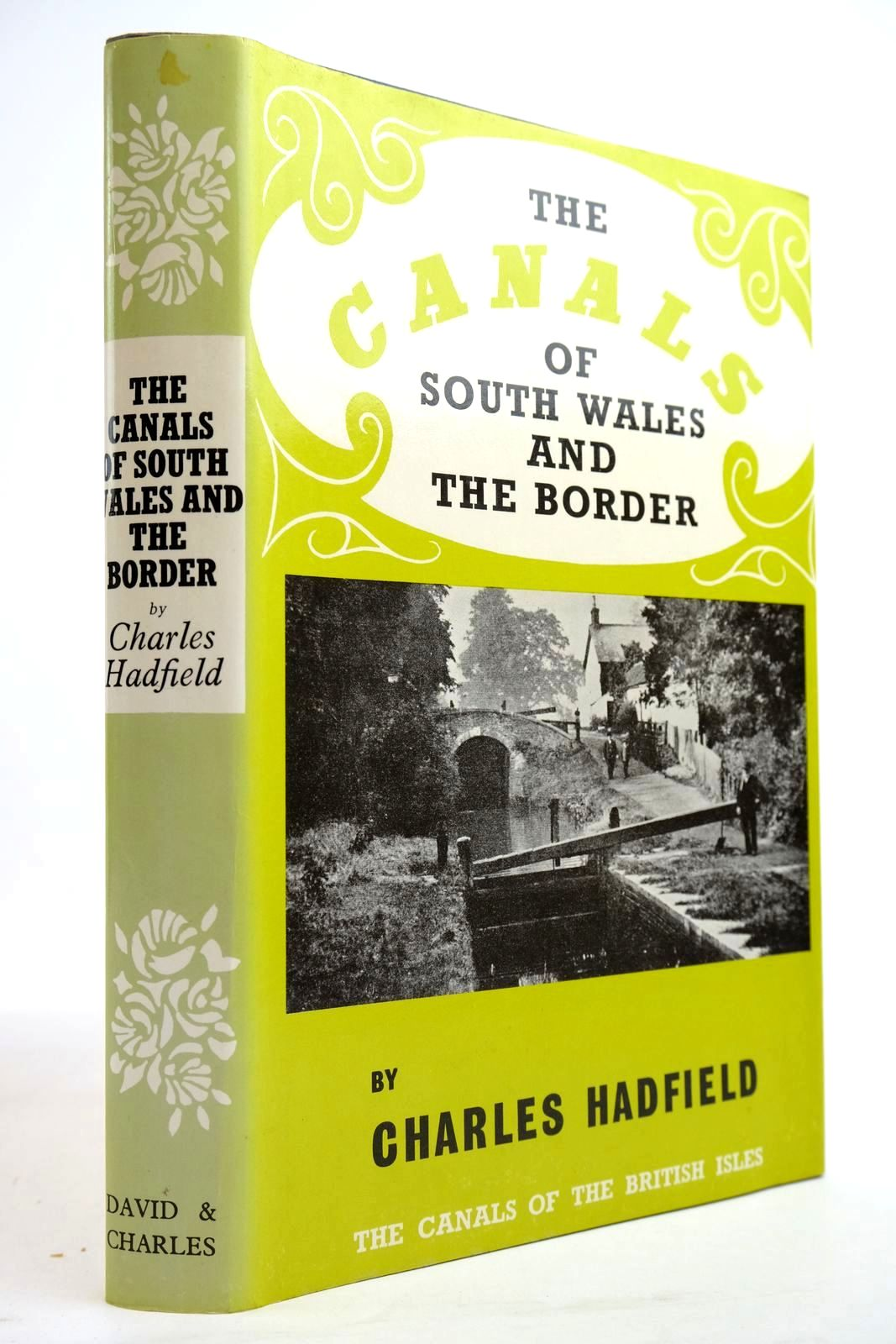 Photo of THE CANALS OF SOUTH WALES AND THE BORDER written by Hadfield, Charles published by David & Charles (STOCK CODE: 2134340)  for sale by Stella & Rose's Books