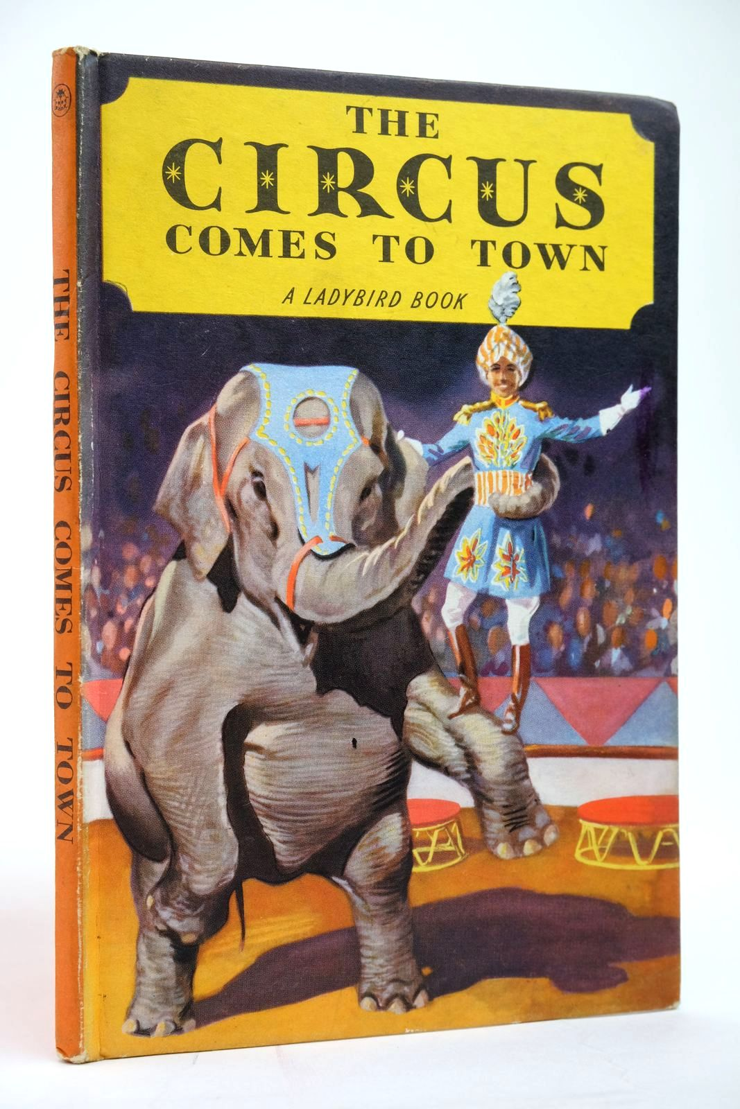 Photo of THE CIRCUS COMES TO TOWN- Stock Number: 2135162